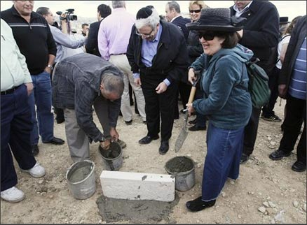 Robin Benosf, American Jew from Teaneck, NJ, lays cornerstone for Nof Tzion