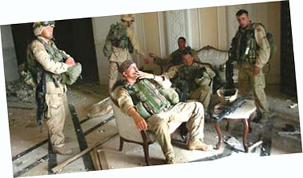 saddam-hussein-palace-us-soldiers-iraq